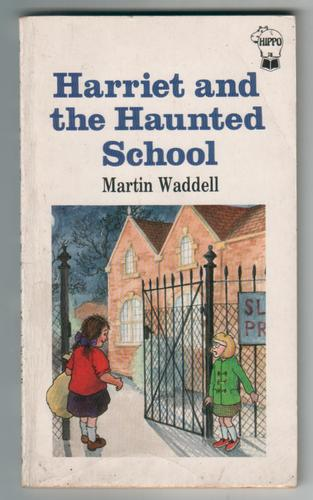 WADDELL, MARTIN - Harriet and the Haunted School